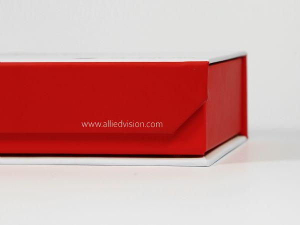 Magnetklappbox in Sonderform mit abgeschrägter Klappe