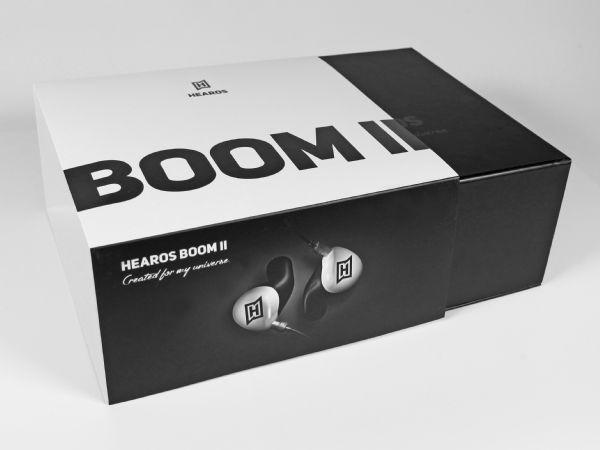 Schlichte schwarze Klappbox mit vollflächig bedruckter Banderole