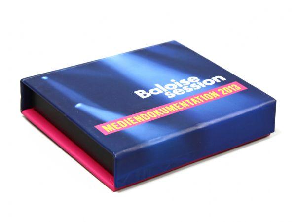 Zweifarbige Klappschachtel mit Logoaufdruck