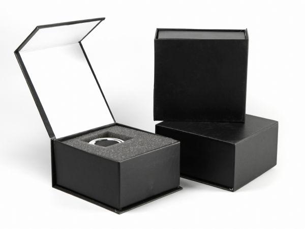 Klappschachtel mit Magnetverschluss für Elektronikprodukte in Wunschgröße und mit passendem Inlay aus Schaumstoff