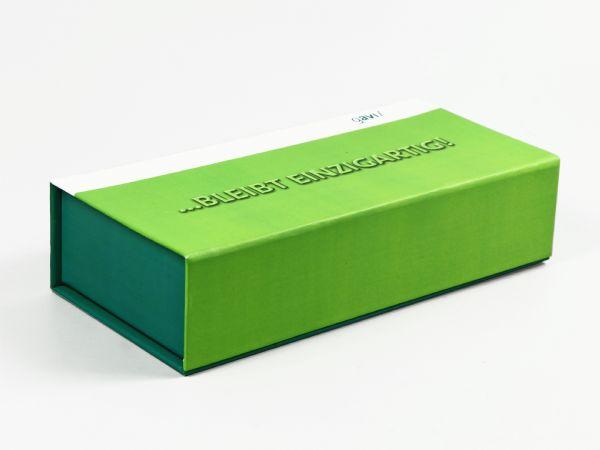 Klassische Klappschachtel in Wunschgröße mit vollflächigem Aufdruck und Logo in Wunschfarbe