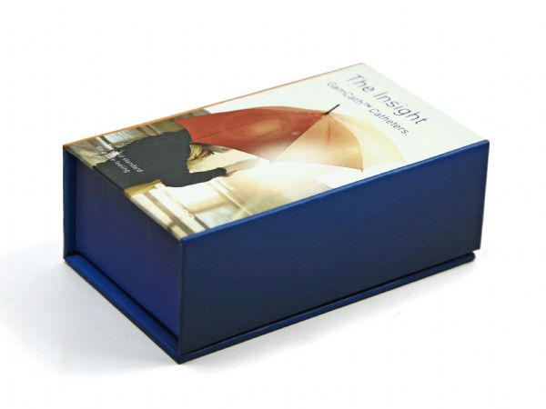 Verpackung in Firmenfarbe und Wunschgröße mit vollflächigem digitalem Aufdruck