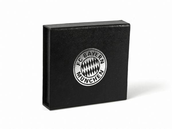 Wertige Klappschachtel als Geschenkbox mit silber geprägtem Logo für FC Bayern