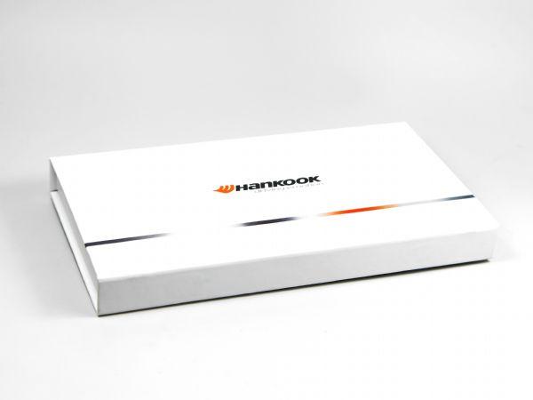 Flache Schachtel mit Klappdeckel für Hankook mit Logo bedruckt