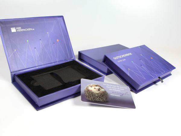 Flache Gutscheinboxen für Geschenkkarten im Format 85*54 mm (Kreditkartenformat). In Ihrem Design und passend zugeschnittenem Inlay aus festem Schaumstoff.