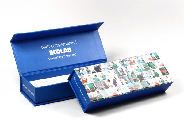 Bedruckte Klappschachtel mit weißem Inlay und Aufdruck in Wunschfarbe