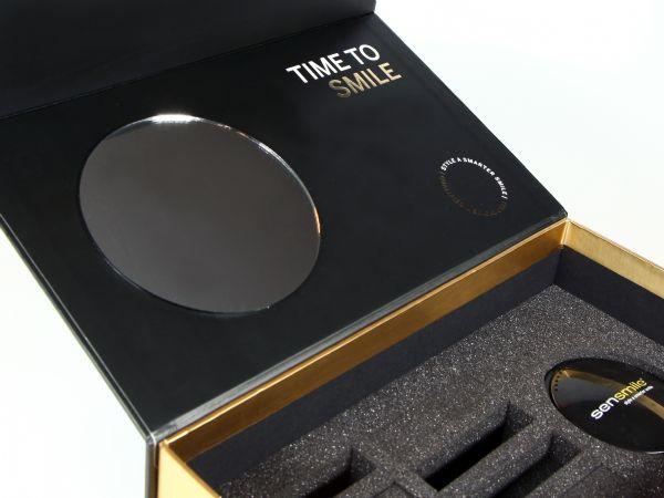 Edle Klappbox mit zweifarbigem Design und eingeklebtem Spiegel für ein Zahnlabor