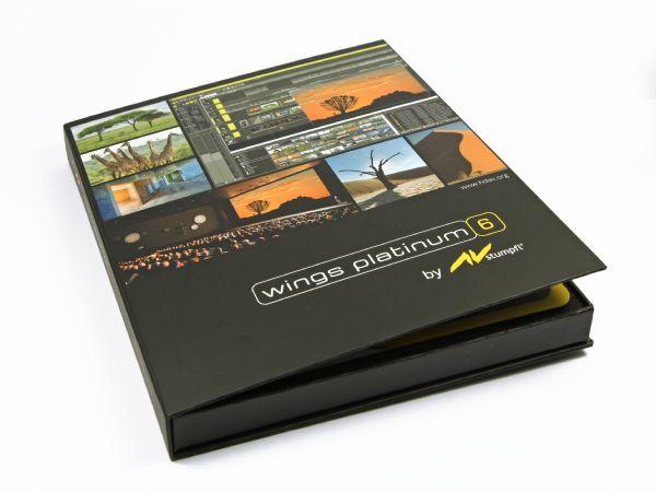 Große flache Klappschachtel in Schwarz mit glänzendem Fotodruck und Logo, für Software CD