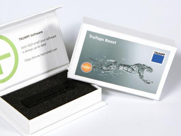 Kleine Klappbox mit Magnetverschluß und Inlay als Dongle-Verpackung