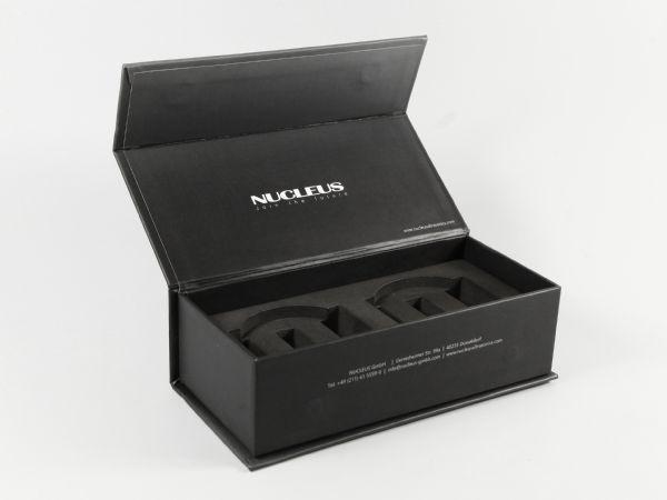 Stabile große schwarze Klappbox mit Digitaldruck und festem Schaumstoffinlay