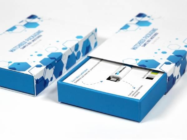 Die Matchbox Schiebeschachtel ist perfekt für kleine Präsente - Die innere Box aus stabilem Vollkarton wird mit einer farbig bedruckten Banderole umhüllt.