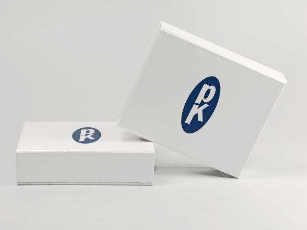 Weiße Klappschachtel schlicht mit Logoaufdruck