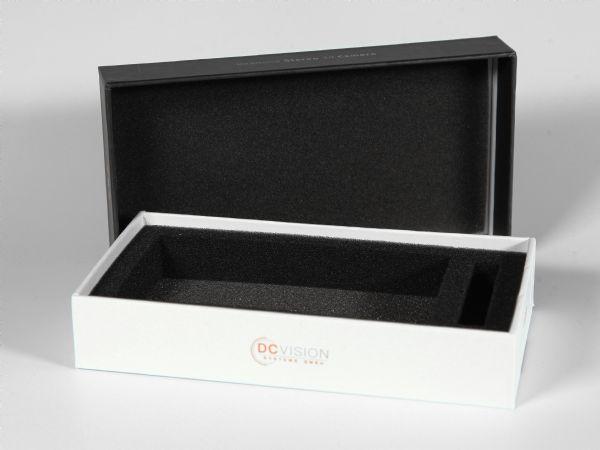 Zusätzlicher Schaumstoff zum Schutz des Produkts im Innendeckel verklebt