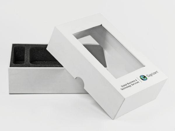 Stülpdeckelverpackung in weiß mit Sichtfenster und Logoaufdruck