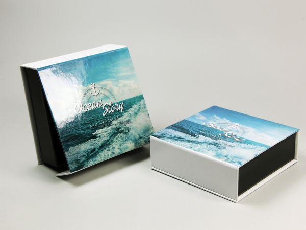 Zweifarbige Schmuckbox mit glänzender Oberfläche und Digitaldruck