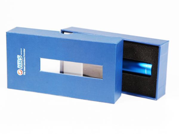 Verpackung mit Stülpdeckel für eine Powerbank als Werbegeschenk für HRS Kunden. Farblich passend in Blau gehalten, sodass diese mit der CI übereinstimmt.