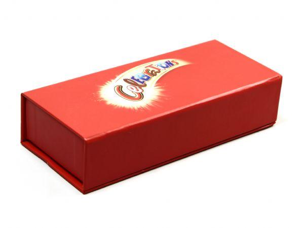 Robuste Klappbox in Rot mit Logoaufdruck als Geschenkbox für Celebrations