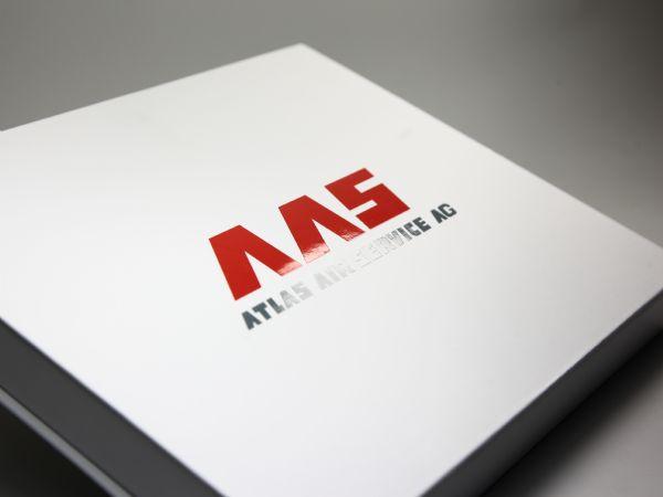 Weiß/matte Verpackung mit 2c Aufdruck und zusätzlichem UV Druck