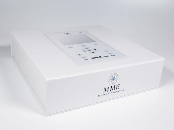Umverpackung für ein medizinisches Produkt mit passend ausgestanztem Schaumstoffinlay als Geräteschutz