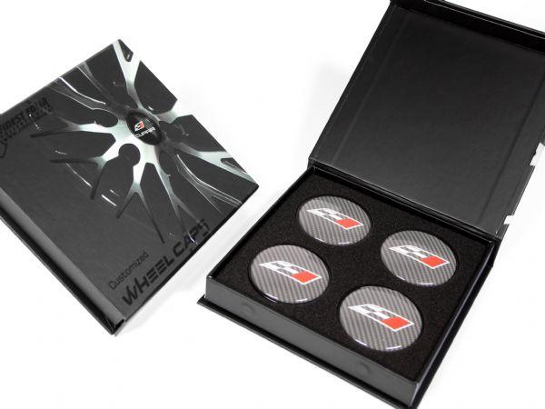 Bedruckte Verpackung für ein Set Nabenkappen (Wheel Caps) mit Aufdruck und partiellem UV-Lack in  140 x 140 x 20 mm. Inklusive weichem Schaumstoff als Inlay.