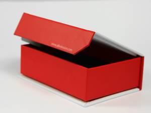 Sonderanfertigung Magnetische Box mit angeschnittener Klappe/Fase zur besseren Handhabung