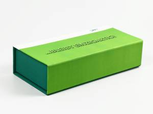 Klappbox mit vollflächigem Aufdruck und Logo