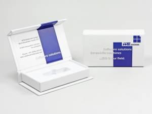 Klappbox weiß mit zweifarbigem Aufdruck und weißem Inlay