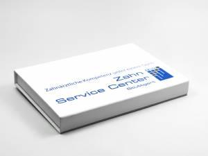 Flache weiße Klappschachtel für Dentallabor mit Digitaldruck