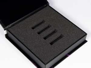 Schaumstoffinlay in schwarz mit vier Aussparrungen