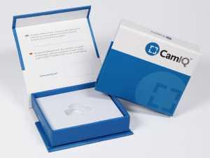 Box mit Aufdruck für Software Dongle mit zweisprachiger Beschreibung auf der Deckelinnenseite